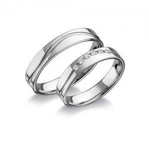 Kristályokkal díszített arany karikagyűrű