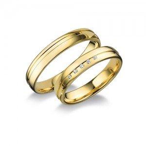 Kristályokkal díszített, vésett arany karikagyűrű