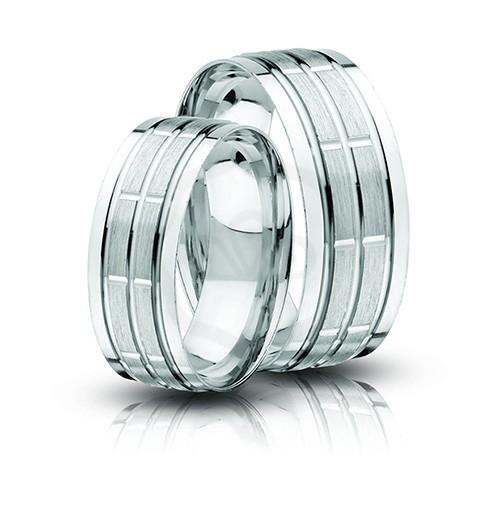 Vésett ezüst karikagyűrű domború belsővel